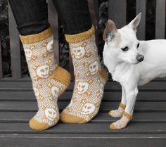 Merry Skull Socks / Hilpeät kallosukat pattern by Lumi Karmitsa Ravelry, Diy And Crafts, Fiber, Villa, Slippers, Merry, Knitting, Book, Crochet