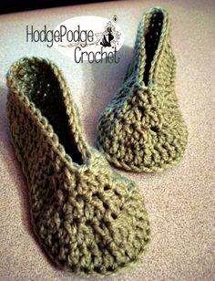 Crochet Boot Cuffs, Crochet Boots, Crochet Baby Booties, Cute Crochet, Crochet For Kids, Crochet Crafts, Crochet Projects, Kids Slippers, Knitted Slippers