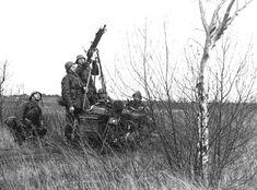 1e Regiment Huzaren Motorrijder in de meidagen van 1940.