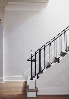 40 Awesome Modern Stairs Railing Design for Your Home Interior Stair Railing, Modern Stair Railing, Wrought Iron Stair Railing, Stair Railing Design, Stair Handrail, Staircase Railings, Modern Stairs, Stairways, Railing Ideas