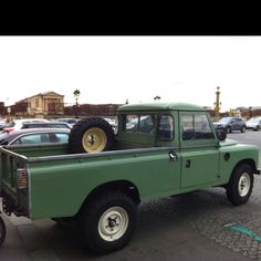 Land Rover Defender pick-up. Place de la Concorde. Paris.