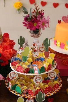Festa de 1 ano com tema Frida Kahlo | Baby & Kids | It Mãe