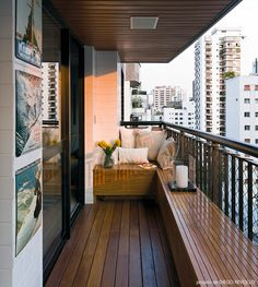 Home OfficeBalcony design is categorically important for the look of the house. There are for that reason many beautiful ideas for balcony design. Here are many of the best balcony design. Apartment Balcony Garden, Apartment Balcony Decorating, Apartment Balconies, Cozy Apartment, Apartment Design, Apartment Ideas, Urban Apartment, Balcony Gardening, Apartment Layout
