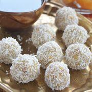 Сливочно-грушевые конфеты с кешью и кокосом