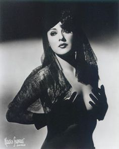 Gypsy Rose Lee- Gypsy Rose Lee was an American burlesque entertainer famous for her striptease act. She was also an actress, author, and playwright whose 1957 memoir was made into the stage musical and film Gypsy. Gypsy Rose Lee, Vintage Hollywood, Hollywood Glamour, Classic Hollywood, Hollywood Style, Diamanda Galas, Divas, Vintage Magazine, Vintage Burlesque