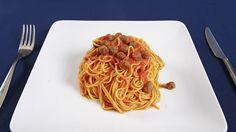 """MACCHERONI ALLA CHITARRA il primo piatto abruzzese per eccellenza. Si presentano come uno spaghetto a sezione quadrata ottenuto da un impasto di farina e uova; conditi con il classico sugo alle pallottine di carne, il sugo alle tre carni, oppure con pomodoro e basilico, o con funghi e tartufi, o ai frutti di mare. Il nome deriva dallo strumento attraverso il quale l'impasto viene tagliato. La """"chitarra"""" (le sue corde di acciaio vibrando emettono il suono caratteristico dello strumento…"""