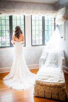 Pleasantdale Chateau | New Jersey Wedding Photography | Elegant Bride | Monique Lhuillier Wedding Dress | Bride Getting Ready | Sofia for 5th Avenue Digital Photography