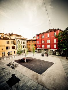 Andrea Oliva's redesign of Piazza XXIV Maggio, Reggio Emilia, completed 2010. Click image for details, and visit the Slow Ottawa 'Streets for Everyone' board for more people-friendly urbanism.