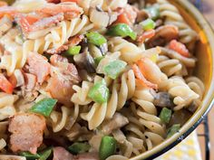 Thanks to you reader Tanya Strydom for this delicious, hassle-free side dish recipe. Creamy Pasta Salads, Pesto Pasta, Pasta Salad Recipes, Recipe Pasta, Tasty Dishes, Food Dishes, South African Recipes, Ethnic Recipes, Healthy Salads