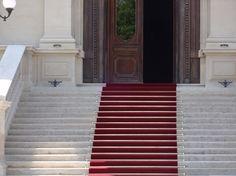 Tringles dorées et tapis rouge protocole officiel tissé axminster 80% laine et 20% nylon