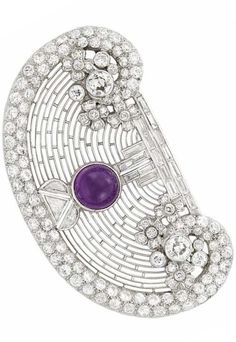 Art Deco Platinum, Cabochon Amethyst and Diamond Brooch. One round cabochon… Bijoux Art Deco, Art Nouveau Jewelry, Jewelry Art, Antique Jewelry, Vintage Jewelry, Fine Jewelry, Jewelry Design, Jewellery, Purple Jewelry