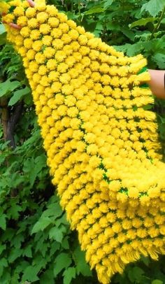 DIY-Fluffy-Pom-Pom-Blanket9.jpg