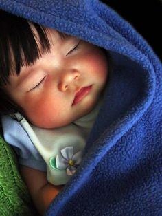 ✿ڿڰۣ(̆̃̃•Aussiegirl`  Oh how I love kids.  What a precious little one