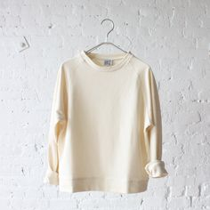 rennes — Base Range Basic Sweat Off White Pretty Outfits, Cute Outfits, Simple Style, My Style, Mode Inspiration, Fashion Inspiration, Fashion Quotes, Dress Me Up, What To Wear