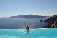 A Grécia é um destino maravilhoso, sou apaixonada pelo país, e não vejo a hora de voltar e explorar outras ilhas, com praias belíssimas e sítios arqueológicos, um país incrível que recebe milhões de turista todos os anos. O charme da Santorini, o agito de Míkonos, a Acrópole em Atenas, são uma das atrações imperdíveis na região! A viagem para Grécia tem destinos inesquecível, um dos lugares mais lindos das ilhas gregas e não muito conhecido por turistas brasileiro, é a ilha de Zaquintos…