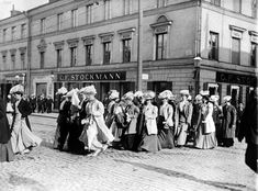 Finnish women marching for equal rights 1905 photo credit: Helsinki City Museum Helsinki, Meanwhile In Finland, History Of Finland, Finnish Women, Aho Girl, Women Right To Vote, City Museum, Brave Women, History Of Photography