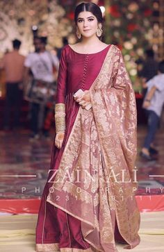 The perfect festive look help you evoke the chic side of your personality with utmost luminosity 💯💯💯 . Pakistani Fancy Dresses, Pakistani Wedding Outfits, Pakistani Bridal Dresses, Wedding Dresses For Girls, Pakistani Dress Design, Party Wear Dresses, Indian Dresses, Wedding Hijab, Fancy Dress Design