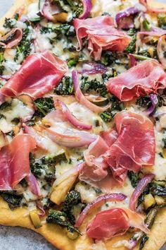 Prosciutto, Kale Pizza, Vegetable Pizza, Vegetable Flatbread Recipes, Flatbread Ideas, Healthy Flatbread Recipes, Grilled Flatbread Pizza, Pizza Recipes, Side Dish Recipes