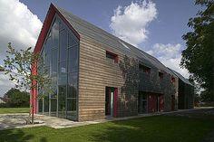 Con sede en Londres el estudio dRMM Architects ha completado el proyecto de la Casa deslizante. Esta singular casa de dos pisos contemporá...