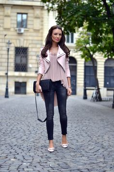 Feel like you're in a rut when it comes to getting dressed up for a big date? Time to think beyond your usual slinky top and skinny jeans combo. Here, some ideas stolen from Alina Filipescu and her breathtaking styles from her Blog My silk fairytale that will inspire you to step up your going-out…