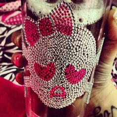 <3<3 this skull glass.