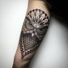 Geometric owl. En @xuamatattoo #tattoo #tattrx #blxckink #blackwork #TTTism…