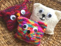 Free pattern of this dog, cat and owl. Suitable for children to make themselves . - Free pattern of this dog, cat and owl. Suitable for children to make themselves. Knitting Dolls Free Patterns, Knitted Dolls Free, Loom Knitting Stitches, Knitting Machine Patterns, Knitted Cat, Knitted Animals, Easy Knitting, Crochet Toys, Crochet Cat Pattern