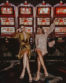 Las Vegas with my fam! I have to say I didn't win any of the but I won something on the slot machine 🎰💰🤣🤗 casino Vegas Dresses, Las Vegas Outfits, Summer Vegas Outfit, Nightclub Outfits, Las Vegas Girls, Maxi Dresses, Las Vegas Pictures, Las Vegas Vacation, Las Vegas Sign
