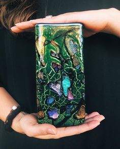 How does it sparkle? Check out Gather to learn all about dichroic glass, link in bio• • • #✨#sparkle#sparkleeverything#glitter#dichroic#dichroicglass#artglass#vase#artblog#glassblog#instablogger#instablog#blog#madeinusa#artoftheday#ontheblog#art#moss#vessel#seasidefl#30a#sowal#southwalton#beautiful#love#glassblowing