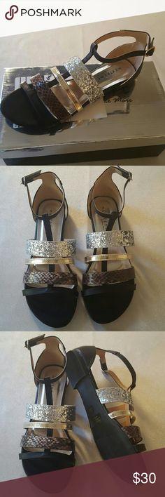 a4bdf3461e2 ... sandal size 8 Women s sandal with black base color 1 silver glitter  strap