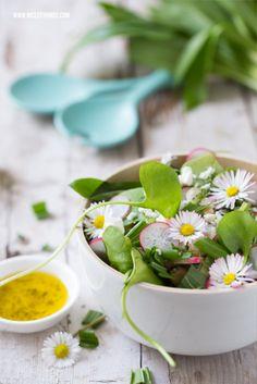 Bärlauchbrötchen und Frühlingssalat