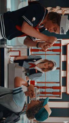 Stranger Things 3 Dustin Steve and Robin Stranger Things Fotos, Stranger Things Steve, Stranger Things Aesthetic, Stranger Things Netflix, Robin, Attack On Titan Season, Joe Keery, Netflix Series, Weird World