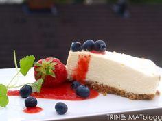 Ostekake med pasjonsfrukt og jordbærsaus Pudding Desserts, Food Inspiration, Great Recipes, Cheesecake, Food And Drink, Dinner, Olympus, Sweet Stuff, Digital Camera