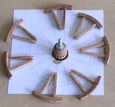 Parts op a wheel. Wooden Wagon Wheels, Wooden Wheel, Horse Wagon, Wood Craft Patterns, Old Wagons, Covered Wagon, Miniature Crafts, Wooden Art, Wood Toys
