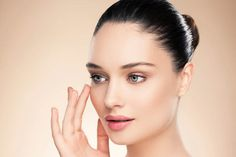 How to fake a facelift by Kim Jones for the Mirror using Daniel Sandler Sculpt and Slim