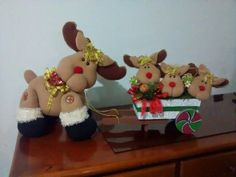 Muñecos navideños Crochet Christmas Decorations, Christmas Crafts, Christmas Ornaments, Reindeer Ornaments, Holiday Decor, Baby Dolls, Ideas, Christmas Holidays, Merry Christmas