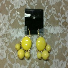 Gold & Yellow  Drooping  Earrings . Beautiful ,very  pretty  yellow, light  weight. Claire's Jewelry Earrings