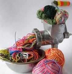 Not really yarn bombing, but close enough! Knitting Humor, Crochet Humor, Knitting Yarn, Knitting Patterns, Yarn Bombing, Crochet Motifs, Crochet Yarn, Crochet Food, Guerilla Knitting