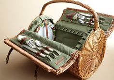 Another nice picnic basket.