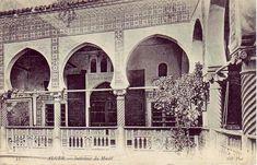 Le Musée National des Arts et Traditions Populaires, occupe un Palais bâti vraisemblablement vers 1570 par Ramdane Pacha. Il se situe dans la partie basse de la médina d'EL- Djazair dans la r…