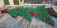 Christmas Tree Set by…… 852 Children!!! Thailand