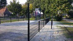 Onze mini multi sportkooi. Hier uitgevoerd met fraai blauw gecoate voetbaldoel basketbalcombinaties. Een geluids- en vandalisme-arme mini multi-sportkooi. Locatie Waskemeer