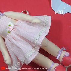 Why throw away dolls when you can just as easily fix them? Handmade Dolls Patterns, Felt Doll Patterns, Fabric Doll Pattern, Fabric Dolls, Doll Crafts, Diy Doll, Rag Doll Tutorial, Doll Videos, Homemade Dolls