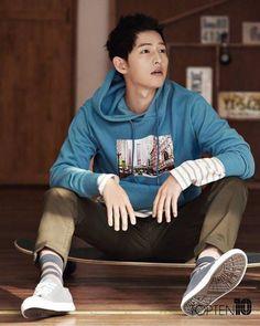 Song Joong Ki transforms into the perfect boyfriend for TOPTEN Song Hye Kyo, Descendants, Song Joong Ki Photoshoot, Song Joong Ki Cute, Soon Joong Ki, Decendants Of The Sun, Sun Song, Songsong Couple, Yoo Ah In