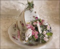 , You can enjoy breakfast or various time periods using tea cups. Tea cups also provide decorative features. Whenever you go through the tea pot models, you might find that clearly. Funny Tea Cups, Cup And Saucer Crafts, Floating Tea Cup, Crafts To Make, Diy Crafts, Teacup Crafts, China Crafts, Shabby Chic Crafts, Ideias Diy