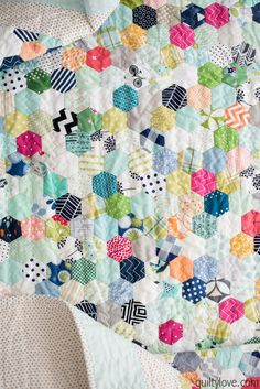 Quilty Love | Hand Pieced Hexie Quilt – the one that took over a year | http://www.quiltylove.com