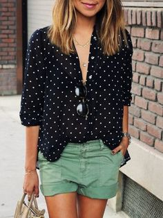 Polka dot blouse in black and white. Trendy button down shirt perfect to wear with a pair of shorts and a low hanging necklace. Size Available :S,M,L,XL Type :Equipment Fabric :Fabric has no stretch S