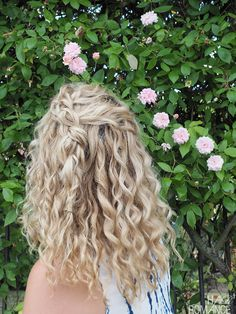 How To Hide Regrowth - Hair Romance - Tinte cabello Rubio - Curly Hair Styles, Curly Hair With Bangs, Short Curly Hair, Hairstyles With Bangs, Natural Hair Styles, Blonde Curly Hair Natural, Curly Girl, Medium Curly, Hairstyles 2016