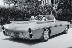 concept cars of 1957 | Oldsmobile F-88 Mark II, 1957 - Racecar driver Piero Taruffi and his ...