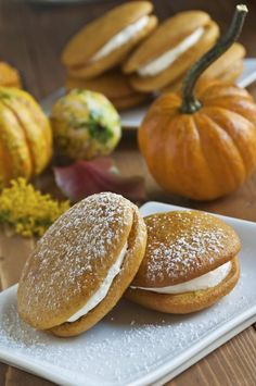 These whoopie pies are like little pumpkin cakes with a creamy vanilla cream cheese filling sandwiched between them. Halloween is a great time to make this recipe for pumpkin whoopie pies. Apple Fritter Cake, Apple Fritters, Pumpkin Whoopie Pies, Pumpkin Cakes, Pumpkin Recipes, Fall Recipes, Cream Cheese Filling, Vanilla Cream, Little Pumpkin